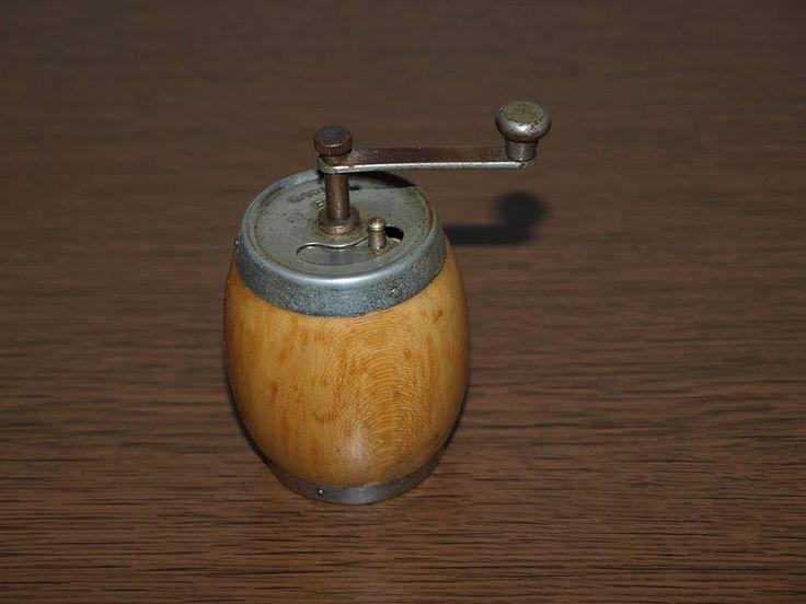Pepper grinder. I think my Mom still has it. Mlýnek na koření