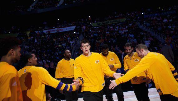 LA Lakers : Ivica Zubac ne rejouera pas cette saison -  Touché à la cheville en début de match face aux Wolves, Ivica Zubac avait dû quitter la rencontre et a passé des examens dans la foulée. L'IRM a révélé une… Lire la suite»  http://www.basketusa.com/wp-content/uploads/2017/03/ivica-zubac-570x325.jpeg - Par http://www.78682homes.com/la-lakers-ivica-zubac-ne-rejouera-pas-cette-saison homms