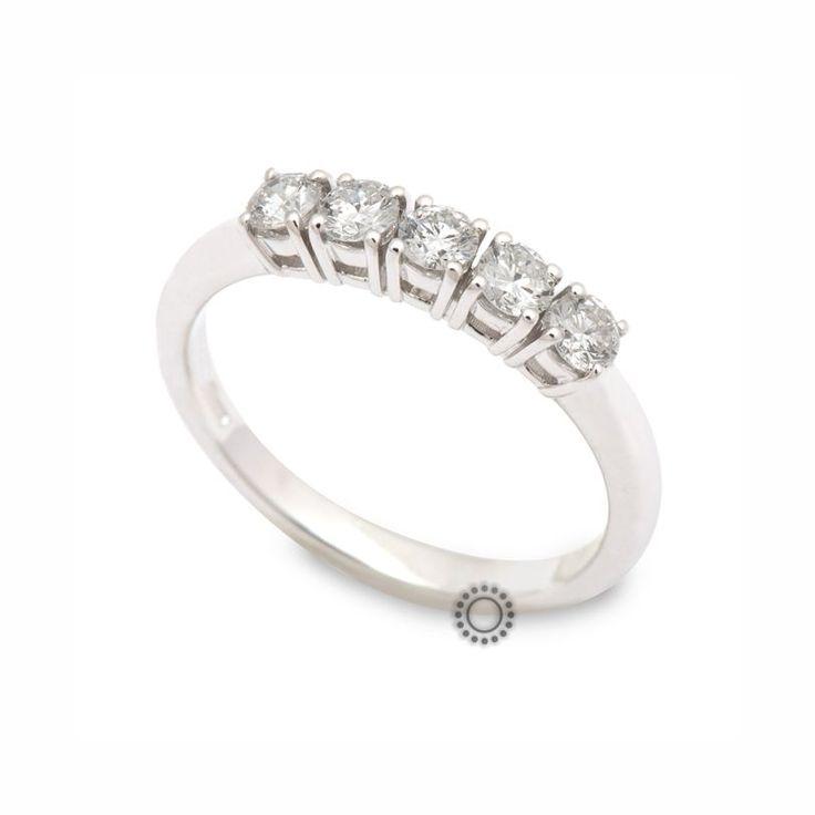 Κομψό σειρέ δαχτυλίδι από λευκόχρυσο Κ18 με 5 διαμάντια από την ιταλική Davite & Delucchi με έντονη προβολή στα διαμάντια | Δαχτυλίδια ΤΣΑΛΔΑΡΗΣ στο Χαλάνδρι #σειρέ #διαμάντια #δαχτυλίδι