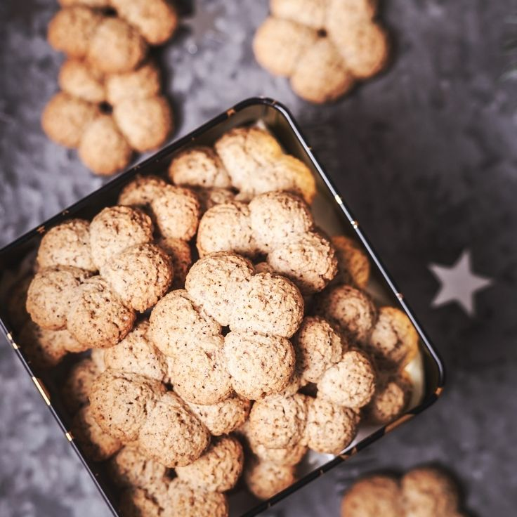 Biscuits with buckwheat flour:260g gluten-free flour Nomix,50g whole grain buckwheat flour,40g powdered sugar,60g sugar cane,1 vanilla sugar,1 egg,120g butter,60g milk,4-5 g baking powder,lemon peel. Procedure:Softened fat, eggs and sugar mix together. In second step mix the flour with the baking powder, followed by remaining first mix ingredients alternately with milk. We can add lemon peel. Leave the dough for 30 min. At the end we make meringues or sticks and bake at 170 °C for 18-20 min.
