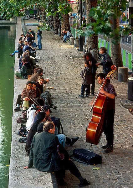 Waterside entertainment next to canal Saint-Martin, Paris X #parisest #estparisien #grandhotelfrancais #grandhoteldore