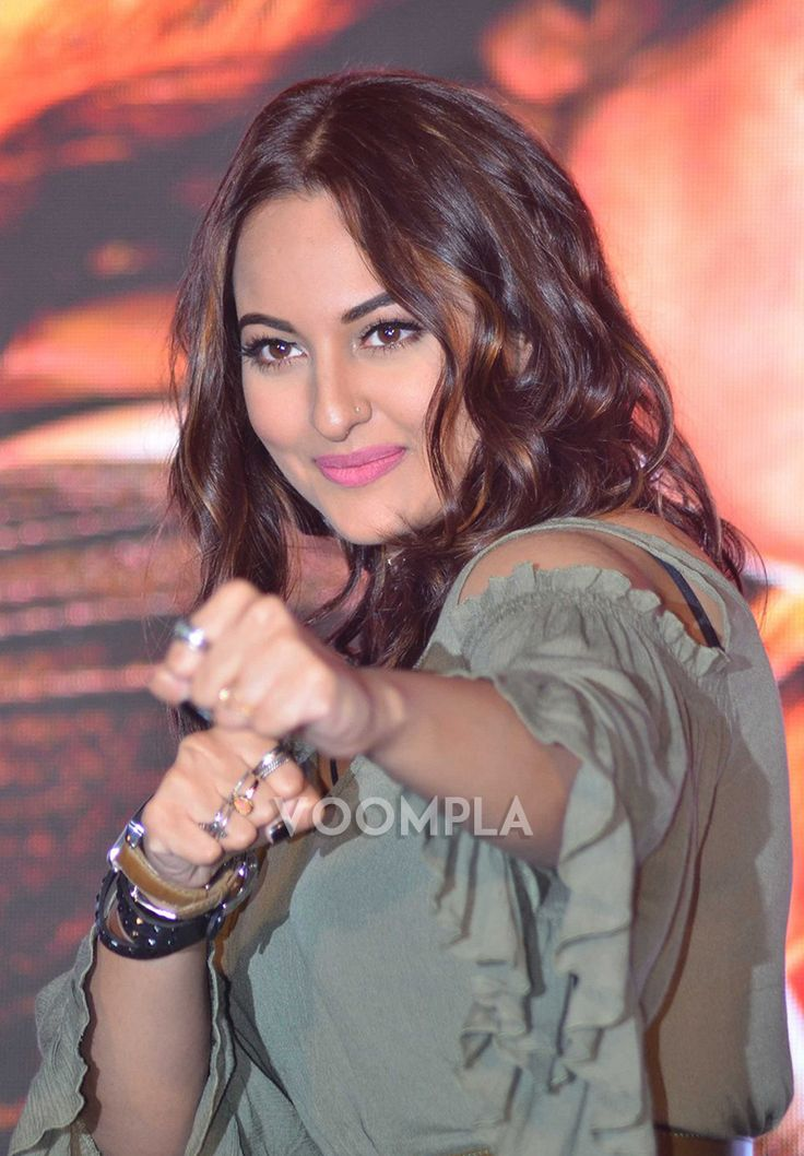Lead actress Sonakshi Sinha helms Akira's trailer launch
