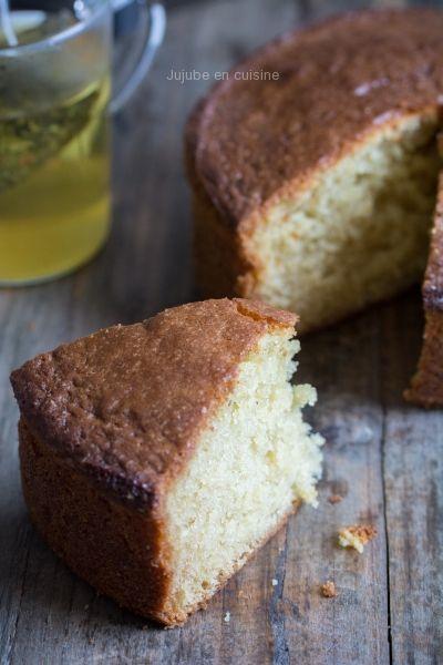 Le gâteau au yaourt, moelleux dedans, croustillant autour...