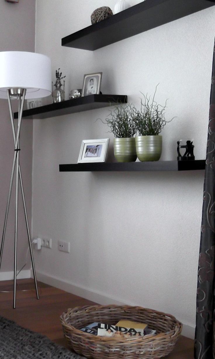 Interieuradvies Marcel & Margreet, Elst:  planken aan de muur, leuke decoratieplek. Wil jij ook advies over jouw interieur, ga naar mixinstijl.nl