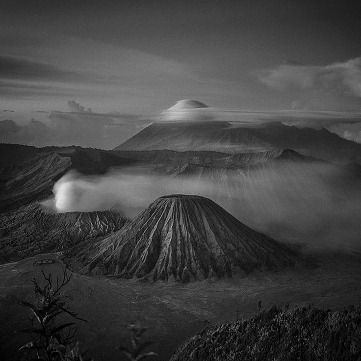 Bromo Mountain by Hengki Koentjoro