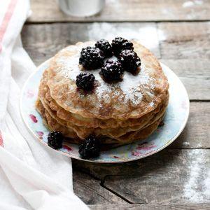 Vegan pannenkoeken met de eerste bramen! | eten uit de volkstuin