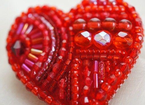 ビーズ刺繍  ハートのブローチ 【red】