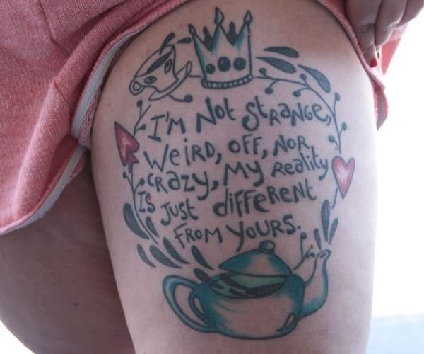 Pour ce nouveau Street Tattoos, Léa avait rendez-vous sur la Grande Place de Bruxelles avec la douce Joséphine et ses superbes tatouages, inspirés d'Harry Potter ou d'Alice au pays des merveilles par exemple!