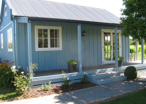 Classy cottage amongst the grapevines in Napier City | Bookabach | New Zealand