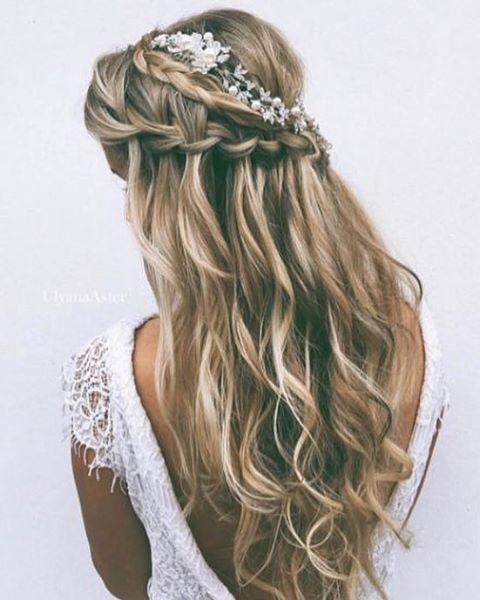 """946 Me gusta, 11 comentarios - Una Boda Original (@unabodaoriginal) en Instagram: """"Este año se llevan las novias de pelo suelto y recogidos muy naturales y a mí me encantan!…"""""""
