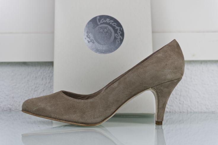 #zapato #salon #lowmidheels #tacones bajitos en piel #ante #marrón claro #estilo #madeinspain #handmade #moda #handcrafted #fashion #zapatos #shoes