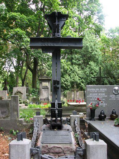 iPowązki: Grób Piotra Lędziakowskiego na Starych Powązkach w Warszawie, Piotr Lędziakowski, Nietypowe pomniki, Powązki, Cmentarz Powązkowski, Warszawa, Powązki Cemetery, Warsaw, Poland.