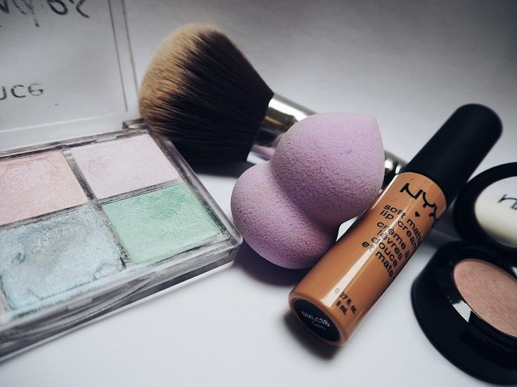 Foundations are a great makeup product but not many people know how to use them properly. If you are struggling with your foundation, you are probably making the same common mistakes that most peop…