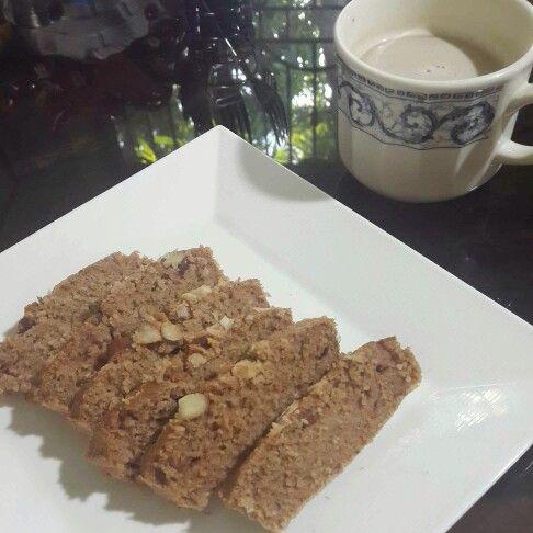 Y esta mañana navideña a desayunar: Café con leche y bizcochos de manzana y almendras (receta en publicaciones anteriores). Iniciando el día con un dulce sabor!! Hoy es noche buena y los antojos comienzan desde ya❄ #DatosFit #IdeasFit #VidaSaludable #NoEsDieta #ComidaSaludable #Desayuno #HealthyFood #HealthyLiving #GinaFit #GinaSaludable #ComidaSana #HealthyBreakfast #AppleCake