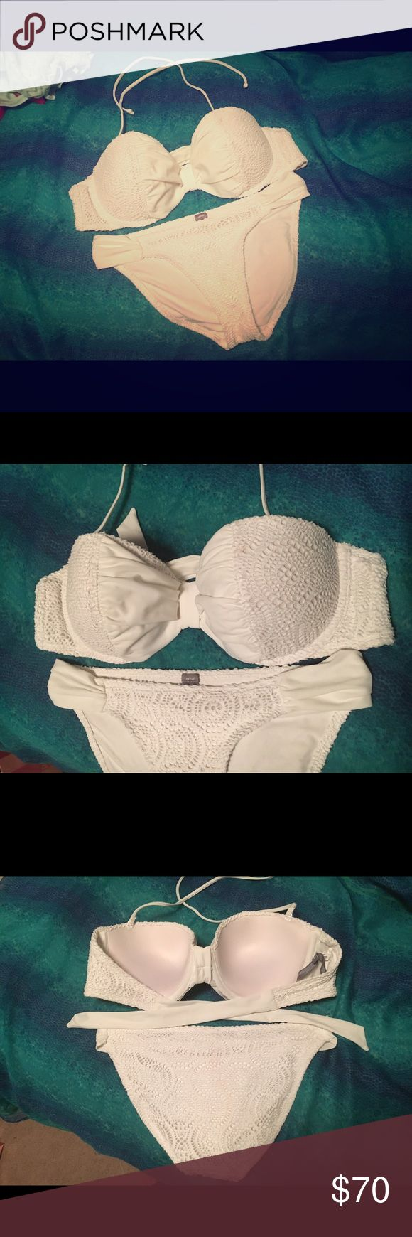Aerie bikini Top is a size 36 D and bottoms are a size medium from Aerie by American Eagle. Great fit with padded and underwire cups! It can be worn strapless or as a halter top. It fits like a bra and holds you up to keep you looking fresh the whole time you're wearing it. 😎 aerie Swim Bikinis