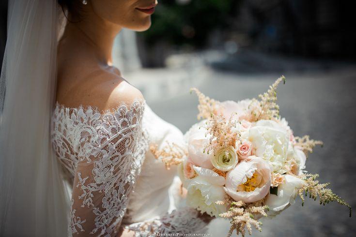 must have bridal portrait on your wedding day #grabazei #weddingphotoideas #bridalportrais #bridalpreparations #gettingreadybride #bridalbouquet