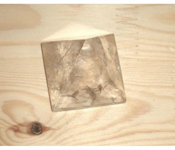 Piramide cristal de stanca