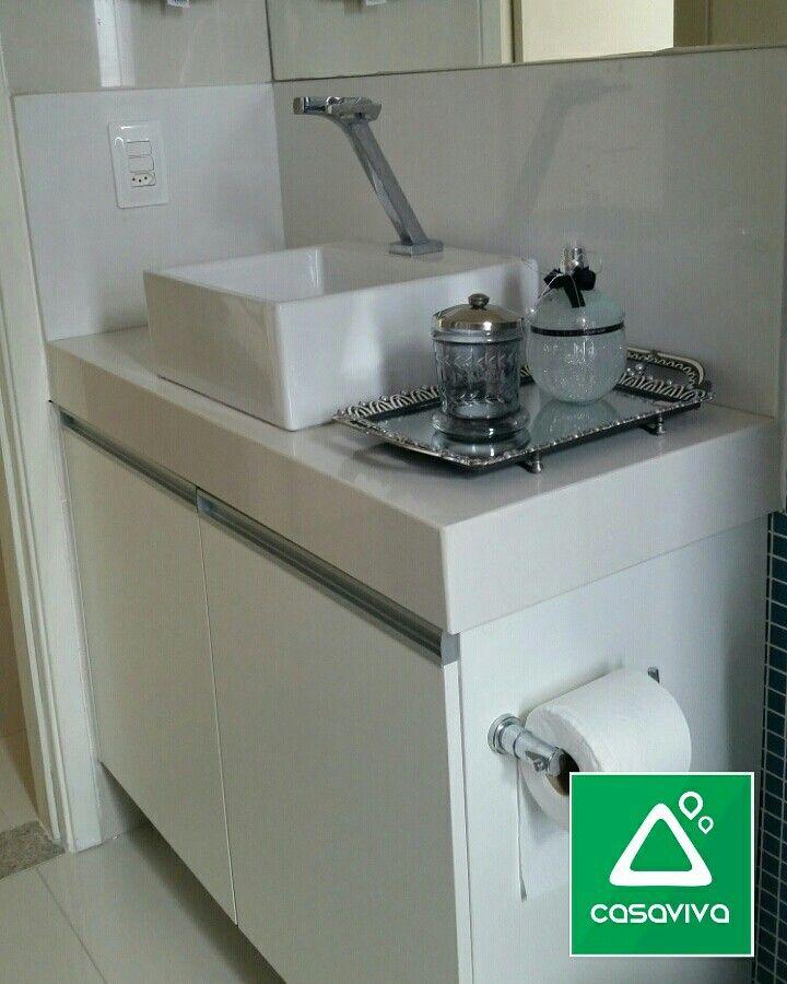 Banheiro Social super charmoso com bancada em Mármore Branco Prime. A elegância do branco presente neste projeto!!