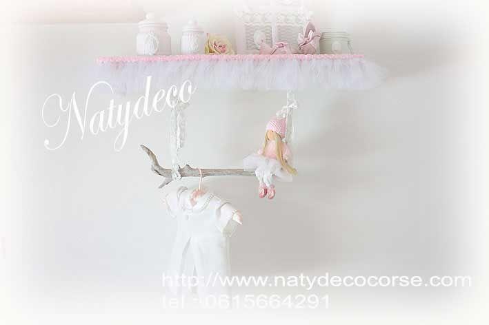 Porte cintre en bois flotté avec chaîne et dentelle  possible sans dentelle pièce unique en vente sur http://www.natydecocorse.com
