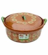 Cacerola con tapa de barro para cocinar el arroz.