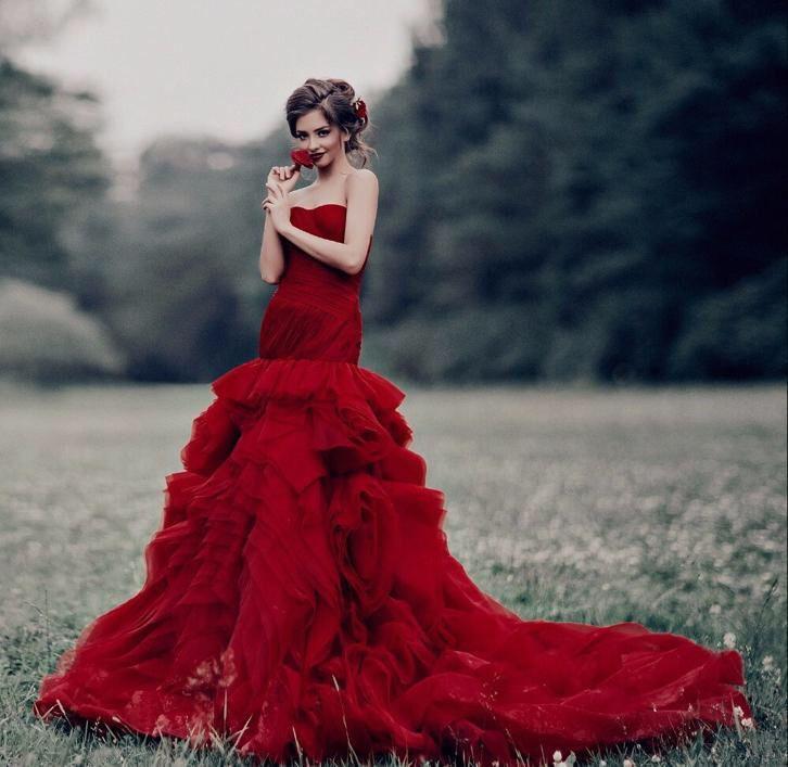 Trouwjurk sexy rode mermaid met mooi lijfje en roezel rok