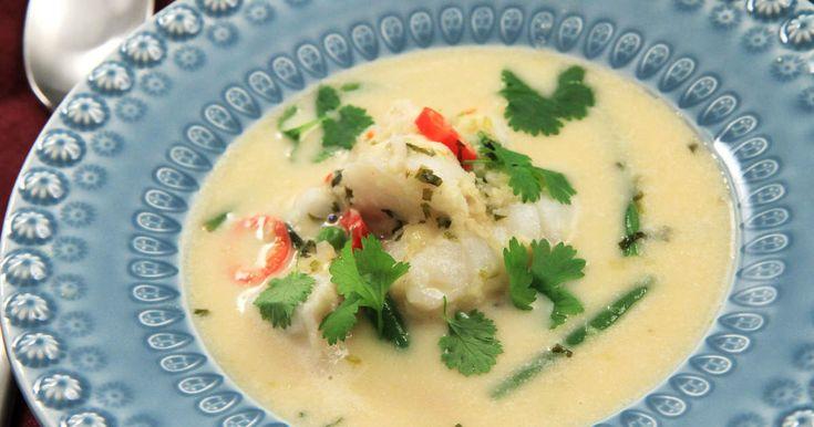 Torskrygg i härligt het thaigryta med kokosmjölk, chili, lime, ingefära, citrongräs och koriander.Se & gör perfekt kokat ris!