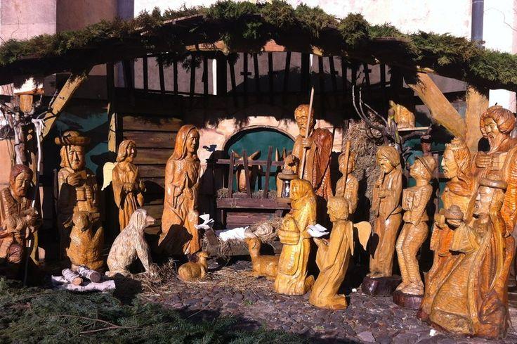 """""""Tradícia vystavovania drevených vyrezávaných Betlehemov sa v Prešove začala v roku 2004 a každý rok sa striedavo vystavujú diela troch drevorezbárov: Marek ..."""