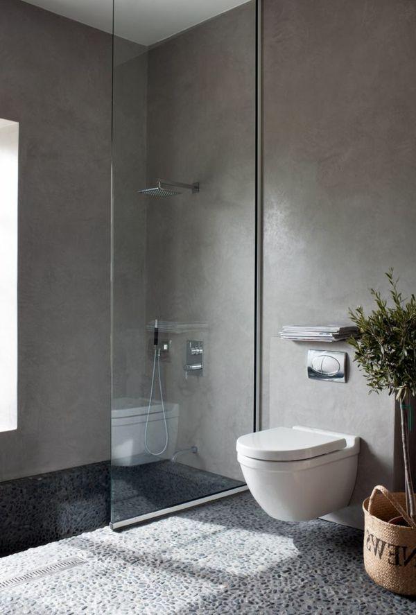 salle de bains grise, revêtement de sol original, petite cabine de douche
