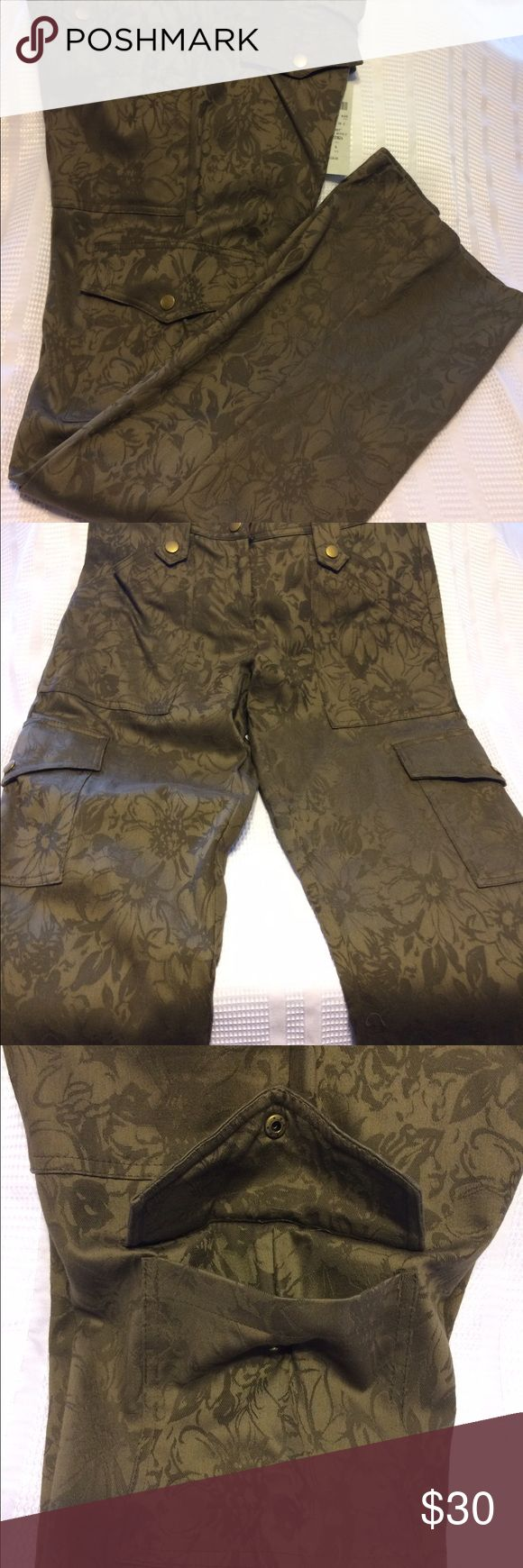 Caché floral print pants size - 4 Caché floral print military green pants with 4 functional pockets 2 up front and 2 down the legs it looks like 2 in the back but they are just facsimiles, there are belt loops with brass embellishments attaching them to the pants, in absolutely stunning condition these can be dressed up or down the choice is yours new with tags. CACHÉ Pants