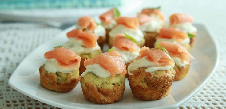 La ricetta dei muffin salati al salmone è perfetta per un aperitivo di Natale o per un antipasto delle feste