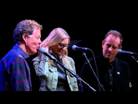 eTown Exclusive: On-Stage Interview with Aimee Mann & Ted Leo / The Both - YouTube