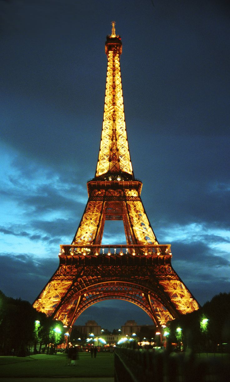 "Paris is my dream country. Im in love with the place and the language.  Paris et incroyable. ""Paris is amazing!"""