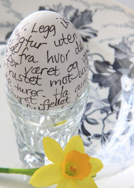 Text with sharpie to decorate eggs....brilliant.