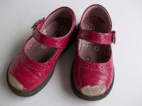 Как реанимировать детские туфли / У вашей малышки на туфлях сбиты носки? От старшей сестры достались туфли по наследству? Мы предлагаем вам мастер-класс – как реанимировать старые детские туфли.