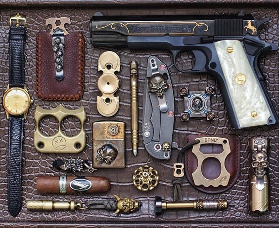 I want to believe this is someone's actual EDC   weapon's