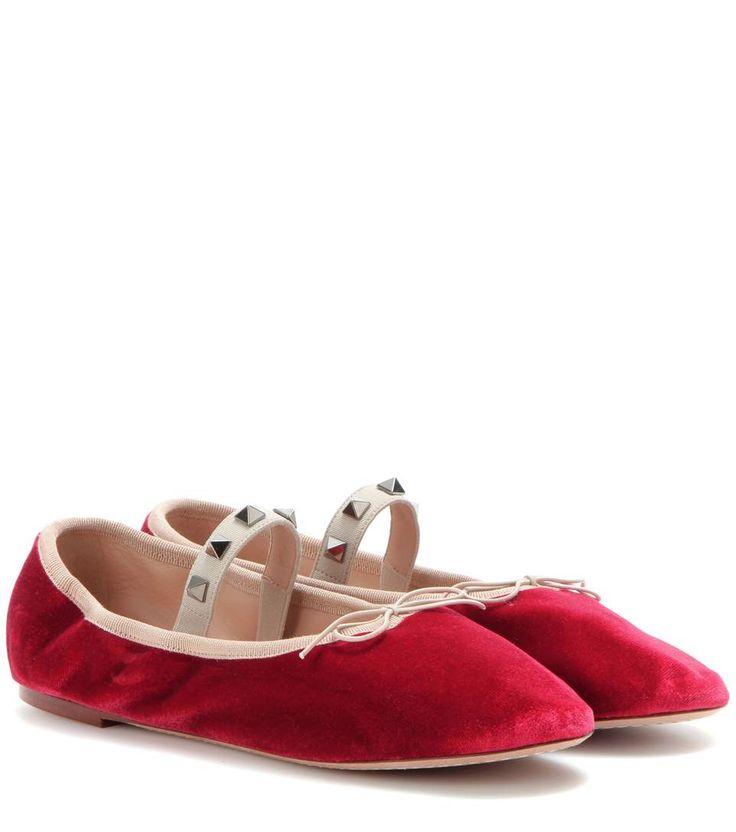 VALENTINO Rockstud Ballet Velvet Ballerinas. #valentino #shoes #flats