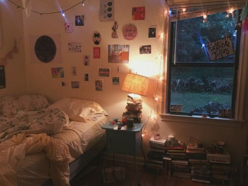 I like the use of the books as a kind of second nightstand!!!