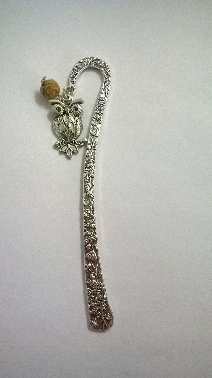 Segnalibro in metallo con ciondolo a forma di gufo e perlina.Ho solamente due pezzi con perline differenti.6€