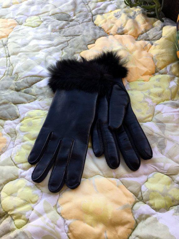 Dames - guanti in vinile nero con pelliccia Polsini guanti di pelliccia - nero guanti - vinile - niente guanti neri - pinup - signora guanti