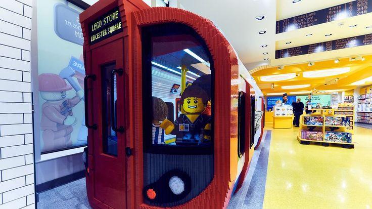 ESTÁ EN LONDRES La estrella de la tienda Lego en la céntrica Leicester Square es una réplica de seis metros de la torre del reloj más famoso de la capital británica, el Big Ben, para el que se necesitaron más de 200.000 bloques de varios colores.
