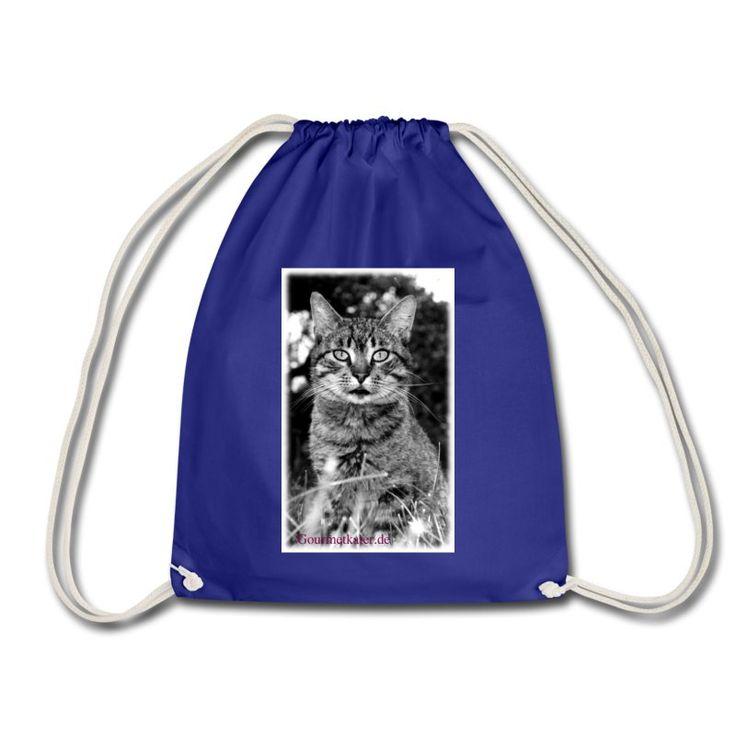 Ein süßer getigerter Kater für alle Katzen-Freunde. Wer kann diesem Blick widerstehen? #shirts #bags and more  #shopping #cats #katze