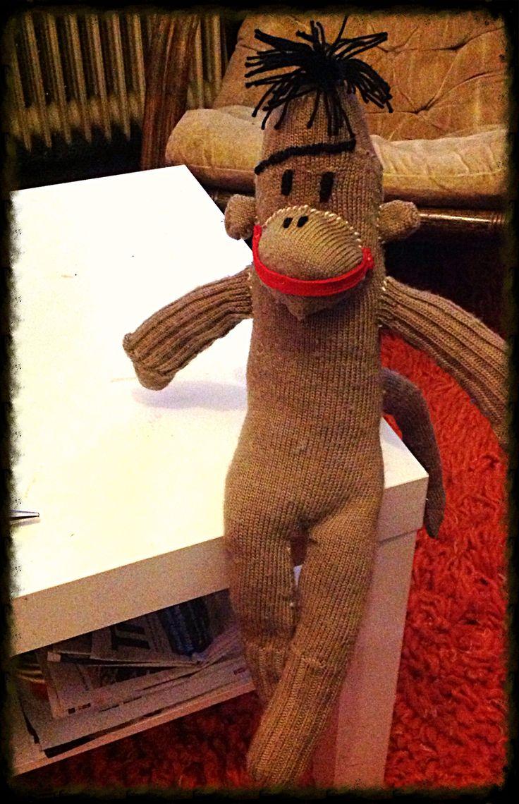 Sok aap gemaakt van 2 oude sokken van mijn vriend en een afgedankte rode veter