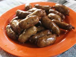 VIGAN LONGGANISA #filipinocuisine = Ingredients: 1 kilo ground pork pigue or ham 1/4 cup garlic, crushed 1 Tbsp. onions, chopped 2& 1/2 tsp. salt 1 tsp. black pepper, ground 1/3 cup soy sauce 2&1/4 Tbsp. vinegar 2 yds sausage casing 1/2 cup water 2 Tbsp. cooking oil====