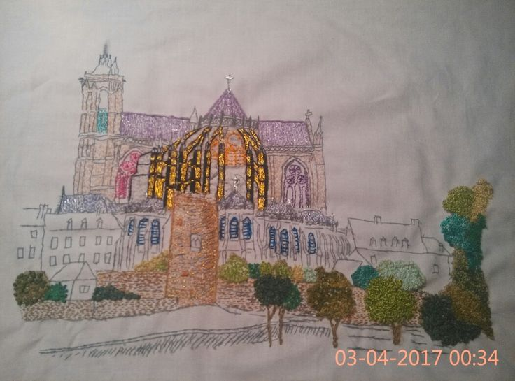 Cathédrale Saint Julien, broderie en cours