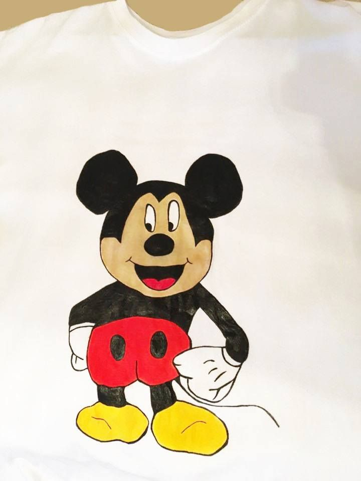 Handmade T-shirt Mickey Mouse  This T-shirt is suitable for all men and women, the material is 100% cotton and it's painted manual with quality and non toxic paint, which is also permanent. You can wash it in the washing machine or manually at 30 Celsius degrees.