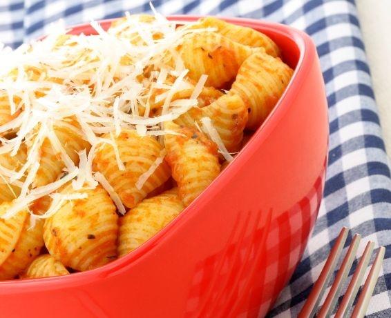 Muszelki z kurczakiem po bolońsku