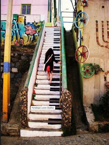 amazing street art in Valparaiso (Chile)