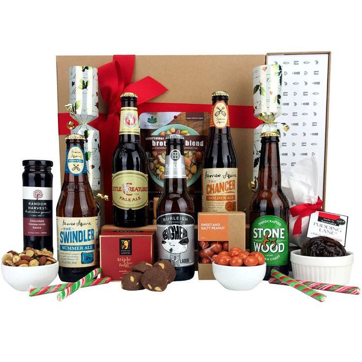 Boutique Christmas beer hampers with classic Christmas pudding and dessert sauce.