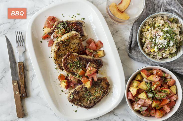 Côtelettes de Porc, Riz aux Légumes d'Été Salade de Pêches et Tomates Heirloom