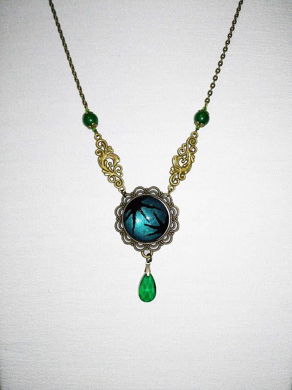 Collana dipinta a mano verde smeraldo e nero cammeo di vetro
